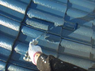 セメント瓦屋根への屋根塗装、上塗り