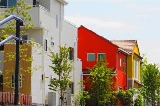 赤い外壁のお住まい