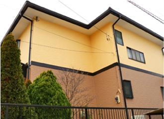茶色とクリーム色のツートンに塗り替えられたお住まいの外観