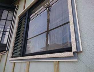 窓周りのクラック補修