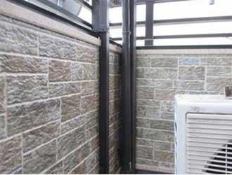 ベランダの内側も同じ外壁材で施工