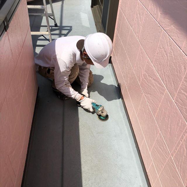 ベランダ床塗装下処理