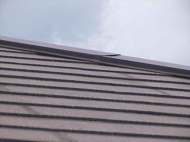 現地調査-屋根板金-浮き_M00008