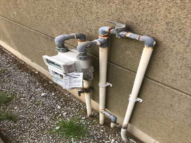 外部設備-ガスメーター-配管サビ・塗装剥げ_M00013