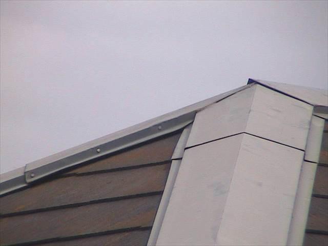 屋根-棟板金-浮き_M00013