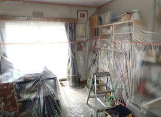 室内養生をした部屋の全体写真