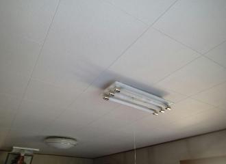 照明器具を元に戻した天井の写真